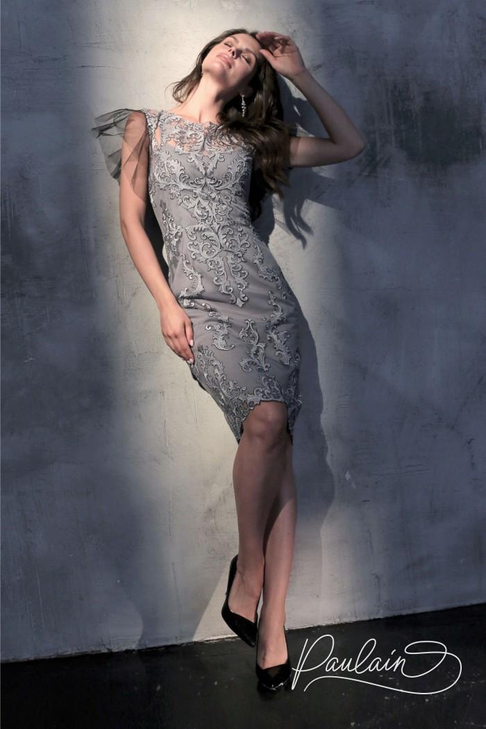 Кружевное коктейльное платье серого цвета с рукавом крылышком - СЭЙДЖ | Paulain