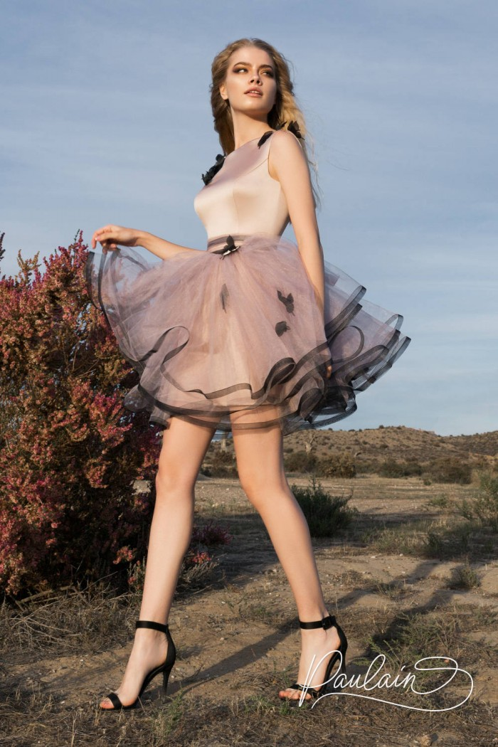 Прелестное вечернее платье из невесомой ткани с короткой пышной юбкой - ЭФФЕКТ БАБОЧКИ | Paulain
