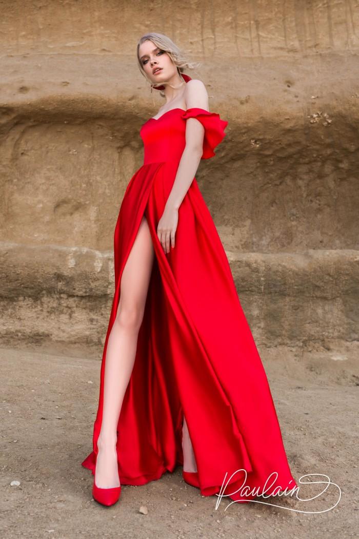 Страстное вечернее платье алого цвета с длинной юбкой - ПОЮЩИЕ В ТЕРНОВНИКЕ | Paulain