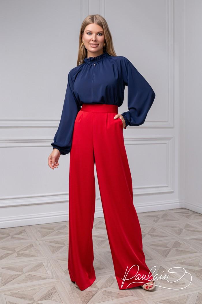 Шифоновая блузка синего цвета и широкие алые брюки из крепа - ДЖИЛЛ | Paulain