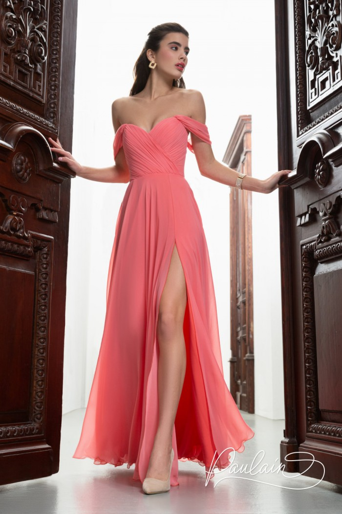 Корсетное вечернее платье из жоржета с открытыми плечами и высоким разрезом - МАРАЙЯ | Paulain