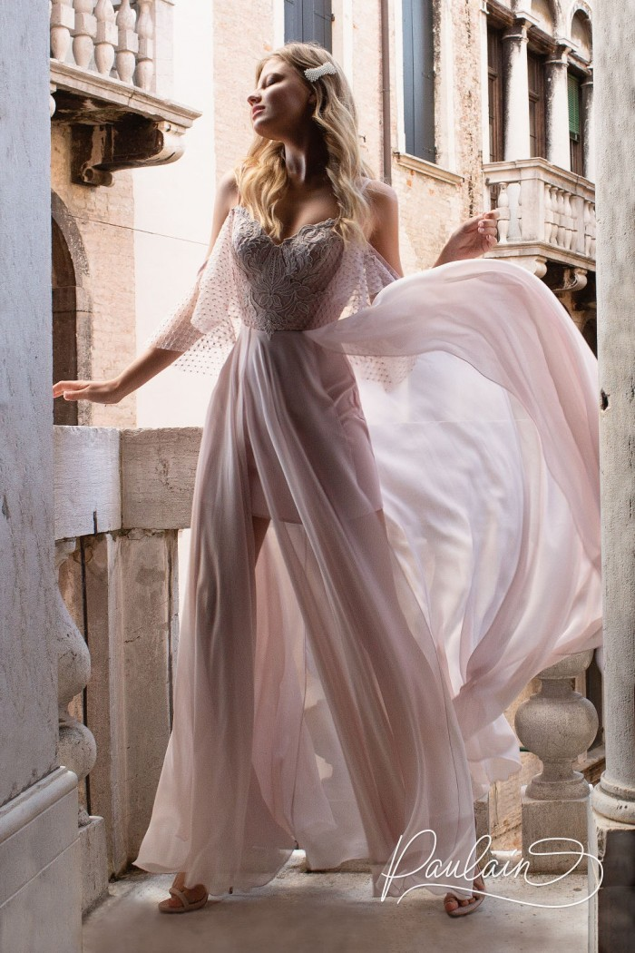 Романтичное вечернее платье с крылышками и летящей юбкой с двумя разрезами - ДЖУЛЬЕТТА | Paulain