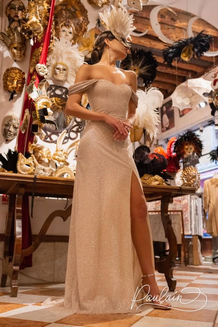 Прямое вечернее платье длины макси с высоким разрезом и открытыми плечами - МАРГАРИТА | Paulain
