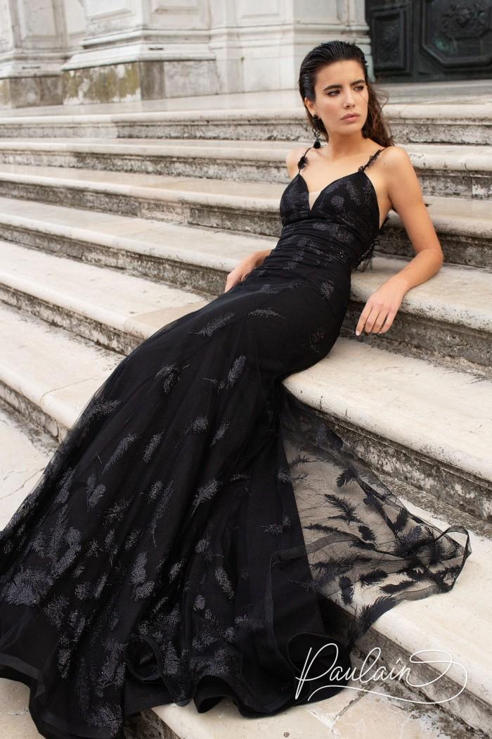 Вечернее сверкающее платье черного цвета силуэта рыбка декорированное перьями - ОДИЛИЯ | Paulain
